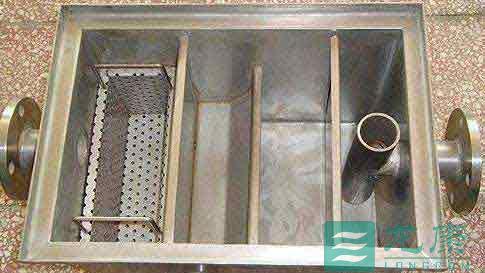 悬挂式隔油器